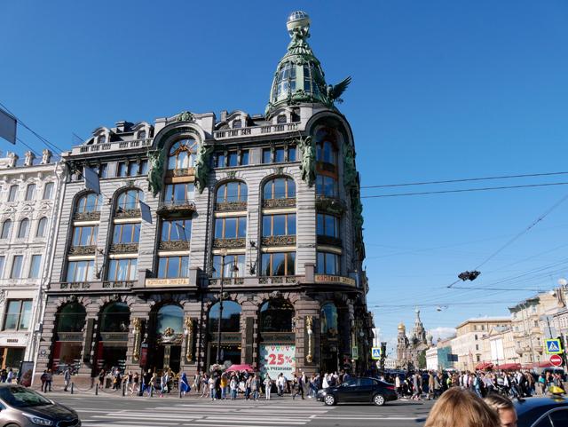 singerhaus-trolley-tourist