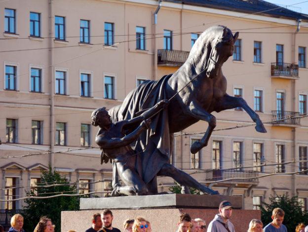 nevski-prospekt-in-sankt-petersburg