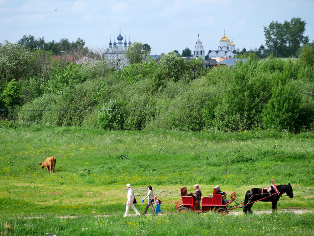 susdal-in-russland-trolley-tourist