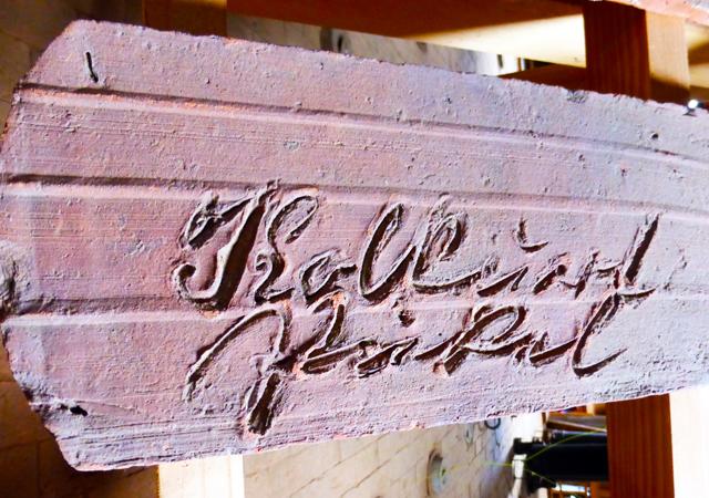 Graffiti-Ziegel und Feisteine, Ziegelei Benzin