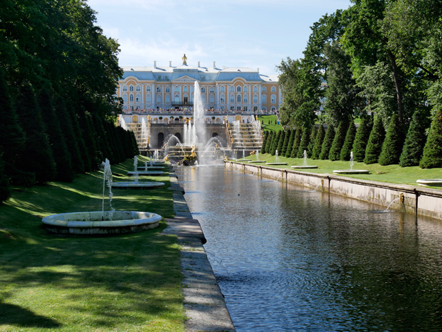 Peterhof mit Kanal