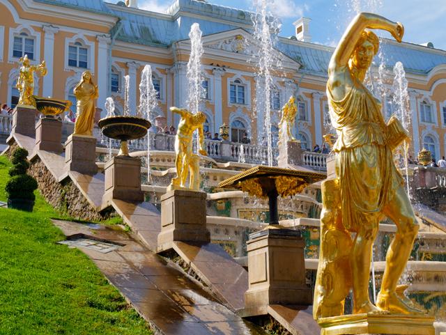Peterhof mit Palast