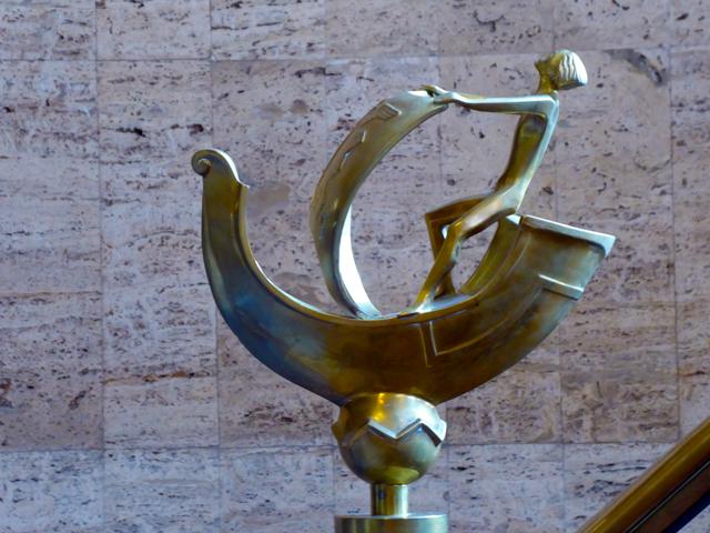 Das Haus des Reichs - Skulptur im Treppenhaus